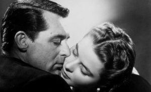 Il bacio delicato e bollente di Ingrid Bergman e Cary Grant in Notorius – L'amante perduta