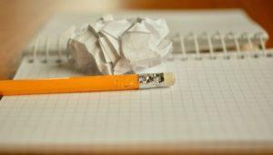 Carta e matita per scrivere propositi ed obiettivi