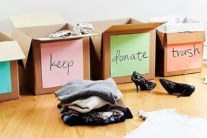 Gli scatoloni con le cose da buttare, vendere, regalare e tenere come le spiegherebbe un professional organizer